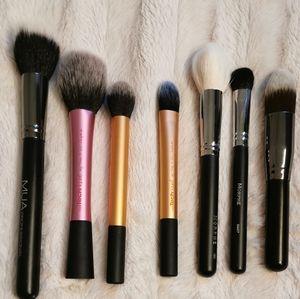 Bundle of 16 Makeup Brushes